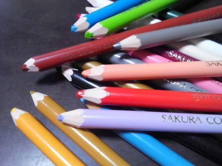 いろいろな色の色鉛筆のイメージ