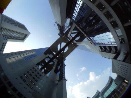 梅田スカイビルの上に広がる空
