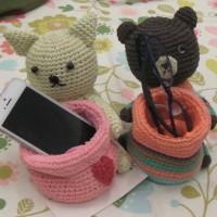 編みぐるみスマホ置き